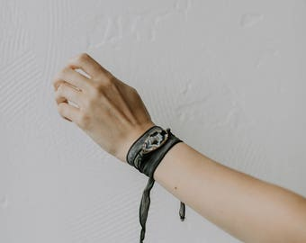Agate Silk Wrap Bracelet // silk ribbon with natural druzy geode slice