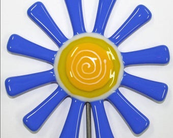 Glassworks Northwest - Bright Opaque Blue Daisy Flower Stake - Fused Glass Garden Art