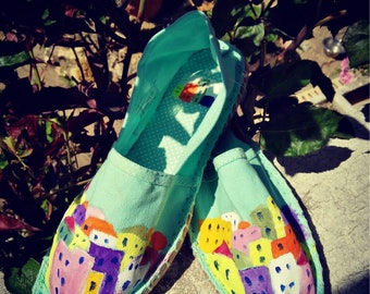 The colorful houses espadrilles