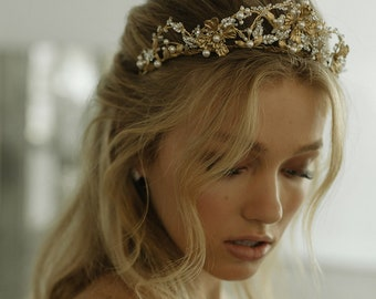 REINA | Gold wedding crown with pearls