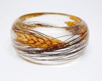 Size Small Blackbeard Wheat in a Resin Bracelet.