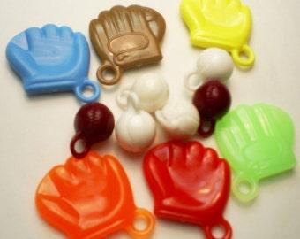 12pcs : 6 x Vintage Plastic Baseball + 6 x Mitt Charms