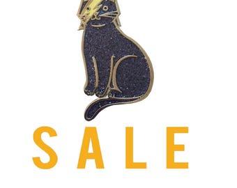 Bowie Cat Enamel Pin -  cat  enamel pin - Halloween enamel Pin - lapel pin hat pin