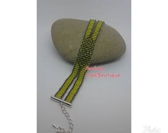 Tube bracelet with seed beads and clasp