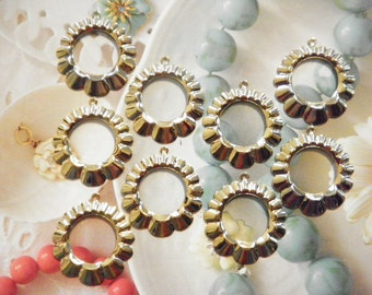 12 Vintage Goldplated 38mm Round Scalloped Dangles