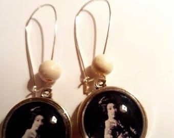 Earring dangle silver cabochon Japanese geisha