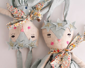 Poupée, décoration chambre bébé, poupée de chiffon raffinée, Poupée tissu, cadeau anniversaire, décoration murale, cadeau naissance, maison