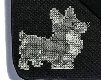 Sleeve for iPad with artesanal wolf embroidery