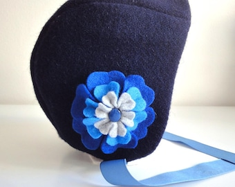 Wool bonnet with its flower Camellia - Navy Blue