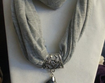 Women's Gray Scarf Necklace with Green Marbled Stone Pendant