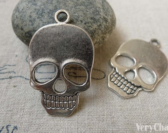 10 pcs of Antique Silver Flat Skull Charms 22x31mm  A6452