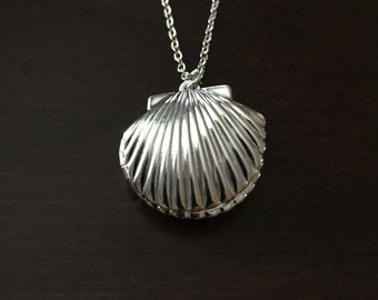 seashell locket, shell locket, shell necklace, seashell necklace, shell jewelry, seashell jewelry, silver shell necklace, shell, seashell