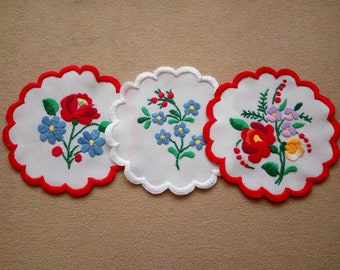 """Set of three 5.5"""" Hungarian embroidered Kalocsa doilies, table linen coaster. Traditional floral motif."""