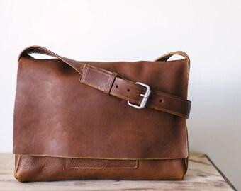 Large Leather messenger bag, laptop bag, leather travel bag, minimalist leather bag, handmade leather bag, laptop bag, natural leather bag
