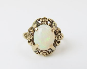 Bright vibrant natural Australian white with reds & blues 1.6 cwt opal 1940s 10k ring