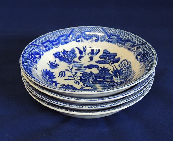 4 Vintage Blue Willow 5.75 Inch Bowls.. JAPAN