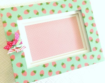 4x6 Picture Frame with pink strawberries - pink accents