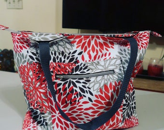 Zippered tote with pocket