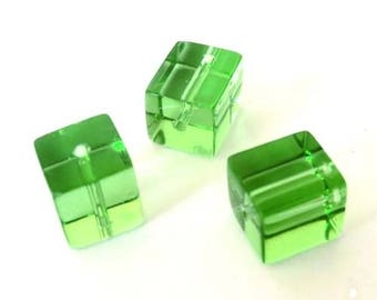 10 x 8mm spring green glass cube beads