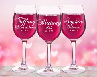 Personalized Bridesmaid Gift, 2 Wine Glasses, Bridesmaid Proposales, Asking Bridesmaids, Maid of Honor Gift, Personalized Bridal Party Glass