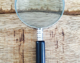 Vintage 2.5inch(6.5cm) Black and Silver Magnifying Glass
