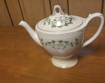 Genuine vintage Eggshell Georgian Homer Laughlin teapot and lid