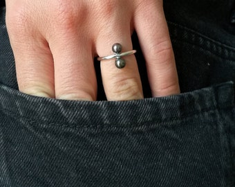 simple ring with two pearls