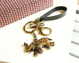 Leather keychain with metal elephant, elephant keychain, animal keychain, animal key fob, leather key fob, black keyfob, elephant key fob