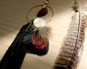 Boucle solitaire longue boho et tribal à plumes et pompon - Kin II