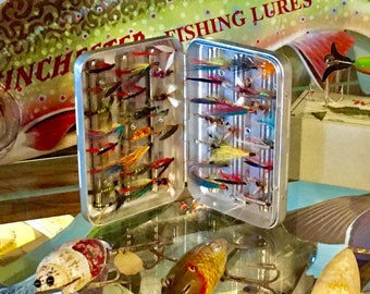 Fly Fishing Lure Fly Box / Plus An Assortment Of New Flies