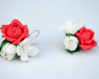 Red white flower earrings. Red rose earrings. Wedding earrings. Polymer clay flower earrings.