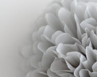 Paper pom pom in light grey -   wedding decorations / party decor/ nursery decor/ bridal baby shower/ tissue paper pompoms / party poms