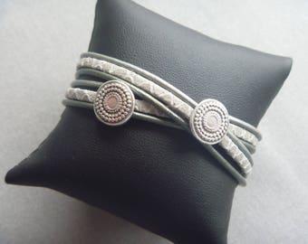 Green/grey wrapbracelet with 2 round, vintage silver leathersliders