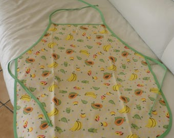 Cotton child apron with its green bias.