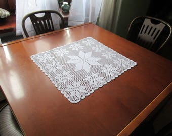 Vintage handmade crocheted centerpiece or table topper -- white crocheted topper with snowflakes -- 19.5x17.5 inches / 50x44.5 cm