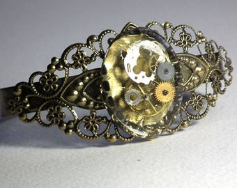 Ajustable filigree  steampunk bracelet  crystal clear resin  with inclusions  of watch cogs , Unique piece