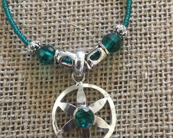 Circled flower green stone pendant with malachite beads