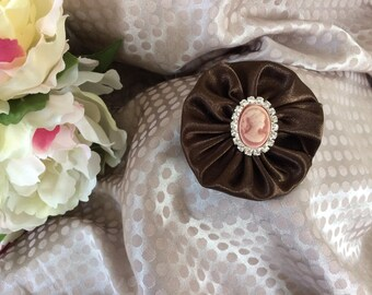 Flower 6 cm in Brown satin with Cameo