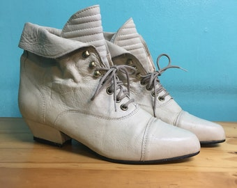 Vintage 80s 90s ivory leather lace up ankle booties by CLICKS // size 8  // witchy granny Victorian style boots // festival