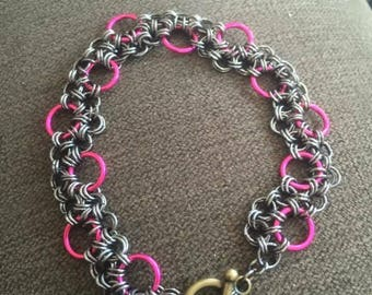 Chain mail bracelet, pink and silver, toggle closure