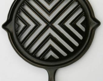 Antique 1890s Rare Handled Round GRILL BROILER Very Fine Cast Iron x-Large Meat Cooking Broiler Professionally Cleaned, ORGANICALLY Seasoned
