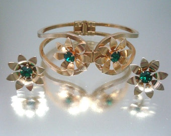 Clamper Bracelet & Earrings Green Rhinestone Unused Vintage Flower Bracelet Flower Earrings