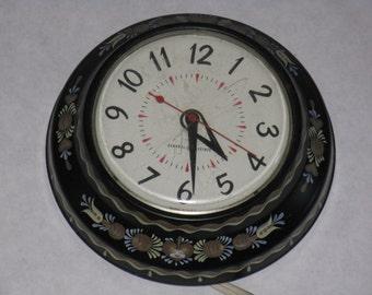 Vintage electric wall clock metal GE Scandinavian design kitchen