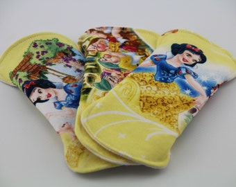 """Snow White and the Seven Dwarfs Set of Three 6"""" Liners"""