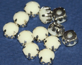 20 pcs of  Beige color Acrylic Rhinestone with brass setting 8x6mm