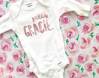 Custom name reveal bodysuit, 'hello my name is', personalized baby onesie, baby shower gift, baby gift, birth annoucement onesie