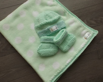 Preemie to 0-1 month: booties, hat and blanket.