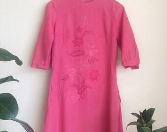 1970s Unique embroidered floral pink shift dress Sz UK 10