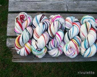 SALE 50% OFF - White Here n There handspun rainbow yarn self striping merino wool