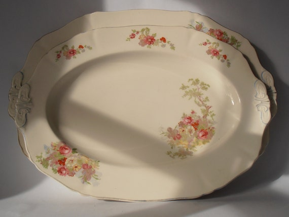 Like this item? & Two pretty oval vintage plates by Alfred Meakin England in